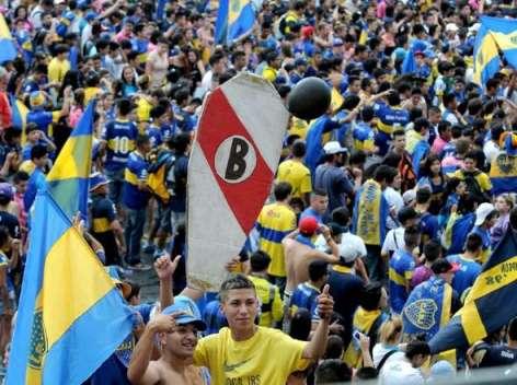 hinchas-Boca-Obelisco-Lamentablemente-incidentes_OLEIMA20131212_0113_8